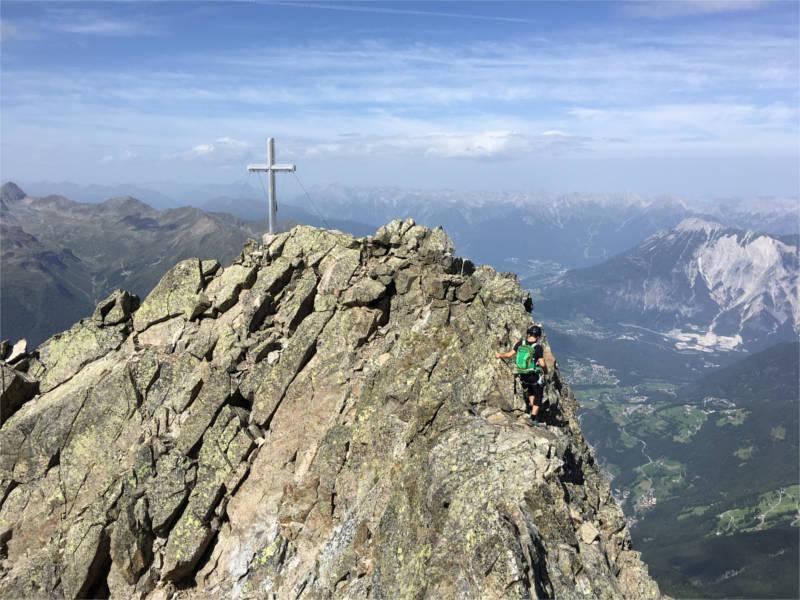 Stefan am luftigen Grat kurz vor dem Gipfel